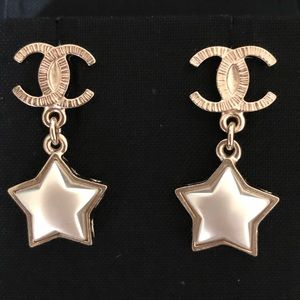 """Chanel NWT """"Cometé"""" Golden Pearly Star Earrings"""